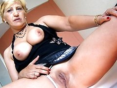 Horny mature slut Teresa loves playing with her toys
