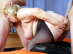 Threesome for the chubby mature blonde